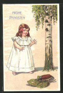 Präge-AK Mädchen freut sich über Maikäfer mit Birkenblatt