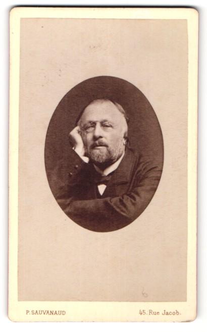 Fotografie P. Sauvanaud, Paris, Portrait betagter Herr mit Zwicker