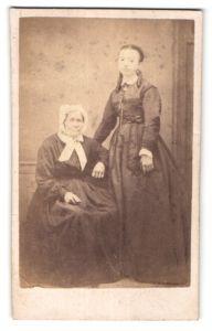 Fotografie Raulin, Argenteuil, Portrait Greisin und Mädchen in zeitgenöss. Kleidung