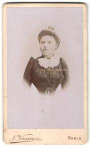 Fotografie L. Vasseur, Paris, Portrait Fräulein mit Hochsteckfrisur