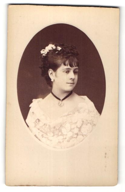Fotografie F. Mulnier, Paris, Portrait hübsches dunkelhaariges Fräulein mit Halskette