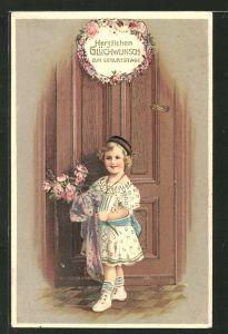 Präge-AK Herzlichen Glückwunsch zum Geburtstage, Mädchen mit einem Blumenstrauss vor einer Tür stehend