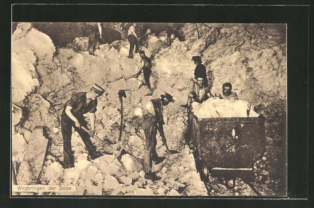 AK Arbeiter im Salzbergwerk beim Wegbringen der Salze
