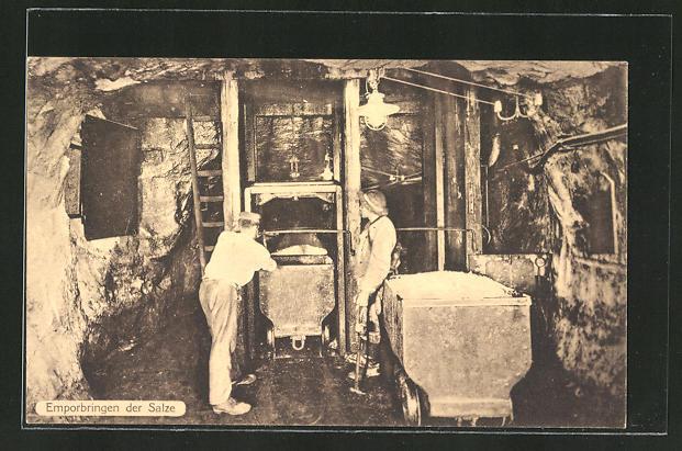 AK Arbeiter im Salzbergwerk beim Emporbringen der Salze