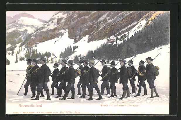 AK Bergsteiger marschieren über den gefrorenen Seealpsee