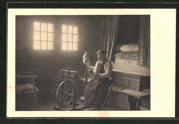 AK Schweiz, Schweizerin arbeitet am Spinnrad