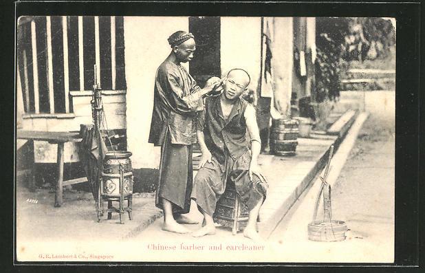 AK China, Chinesischer Ohrenreiniger und Friseur sitzen an der Strasse