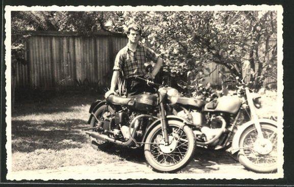 Foto-AK Motorrad Triumph und BSA mit Besitzer