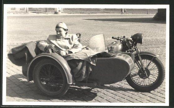Foto-AK Motorrad mit Beiwagen
