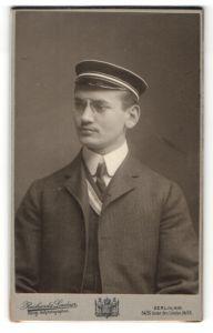 Fotografie Reichard & Lindner, Berlin-NW, Portrait Student mit Korpsmütze