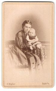 Fotografie C. Höpfner, Halle a/S, Portrait junge Dame mit Säugling
