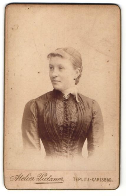 Fotografie Atelier Pietzner, Teplitz-Carlsbad, Portrait junge bürgerliche Dame