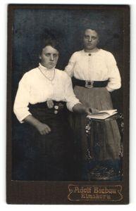 Fotografie Adolf Biebau, Elmshorn, Portrait zwei junge Damen