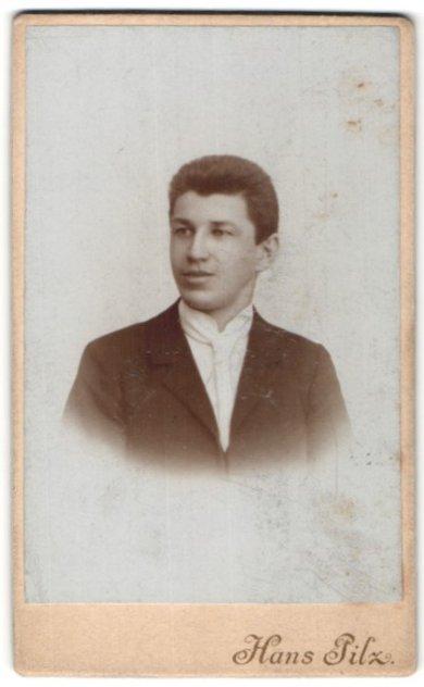 Fotografie Hans Pilz, Lauter i/Sa, Portrait junger Mann mit Bürstenhaarschnitt