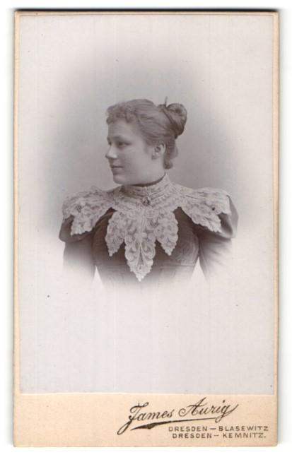 Fotografie James Aurig, Dresden-Blasewitz, Dresden-Kemnitz, Portrait junge Dame mit zusammengebundenem Haar