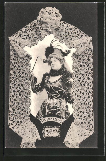 AK Les Dentelles, Frau im Kleid der Renaissance, geklöppelte Spitze