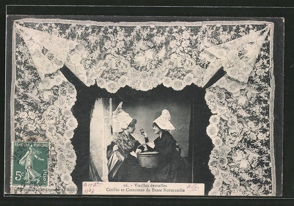 AK Vieillles dentelles, Klöpplerinnen in Volkstracht, geklöppelte Spitze
