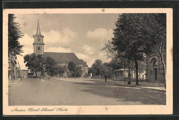 AK Dessau, Horst-Wesel-Platz mit Blick nach der Kirche