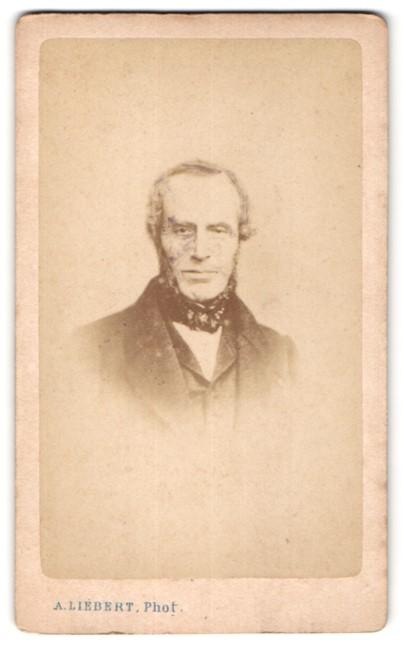 Fotografie A. Liébert, Paris, Portrait bürgerlicher Herr mit Backenbart