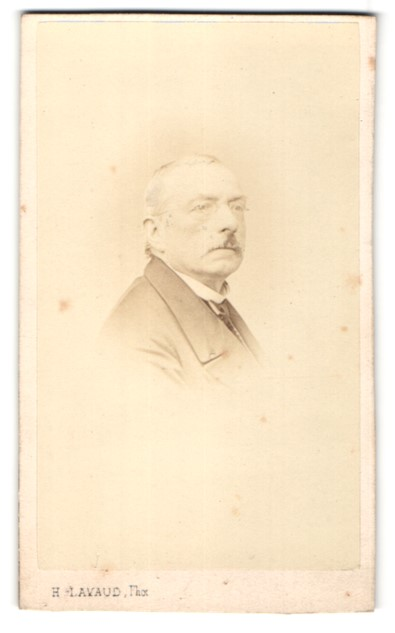 Fotografie H. Lavaud, Paris, Portrait betagter Herr mit Brille