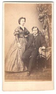 Fotografie unbekannter Fotograf und Ort, Portrait junges gutbürgerliches Paar