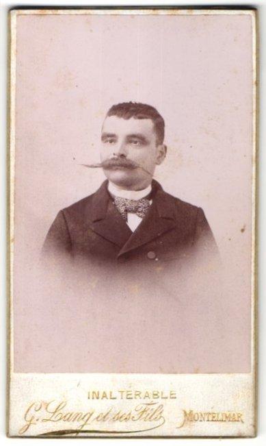 Fotografie G. Lang et ses Fils, Montélimar, Portrait Herr mit imposantem Schnauzbart