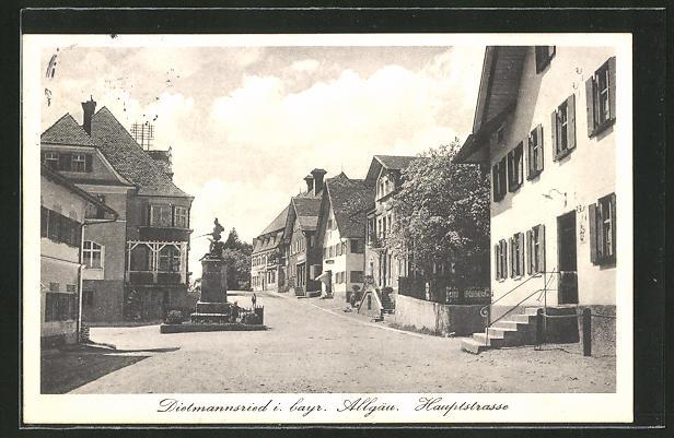 AK Dietmannsried, Hauptstrasse mit Denkmal