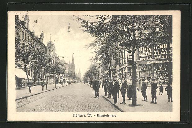 AK Herne i. W., Bahnhofstrasse mit Geschäften