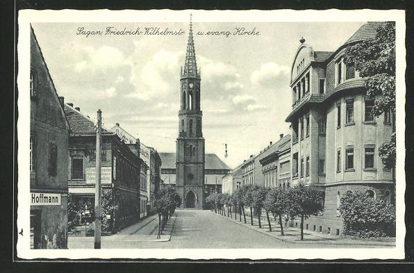 AK Sagan, Friedrich Wilhelmstrasse mit evang. Kirche