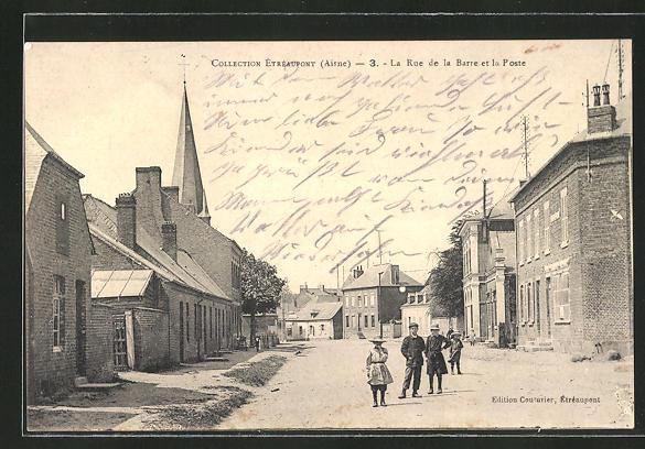 AK Étréaupont, La Rue de la Barre et la Poste