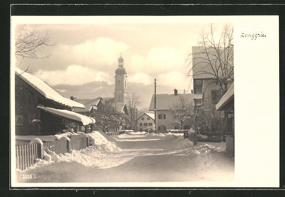 AK Lenggries, Verschneite Strassenpartie mit Blick zur Kirche