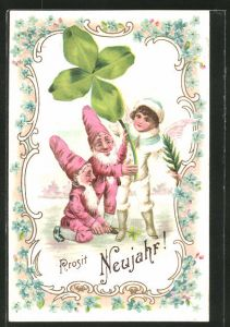 Präge-AK Prosit Neujahr, Zwerge und Engel mit vierblättrigem Klee