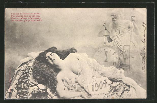 AK Junge Frau mit offenem Dekollete und Jahreszahl 1904, hinten alter Mann mit Uhr