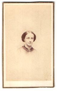 Fotografie D. Appleton & Co., New York City, Portrait junge Frau mit zeitgenöss. Frisur