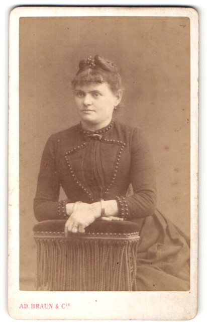 Fotografie Ad. Braun & Co., Paris, Portrait junge Frau mit zeitgenöss. Frisur