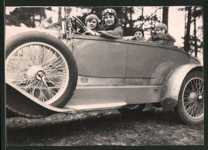 Fotografie Auto Cabrio, hübsche Frauen während einer Ausfahrt im offenen PKW