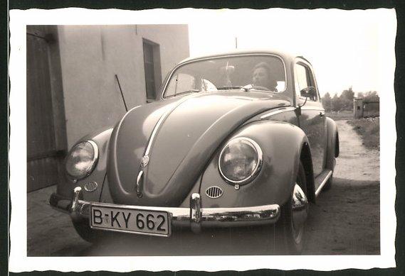 Fotografie Auto VW Käfer, Hausfrau am Steuer des Volkswagen PKW