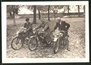 Fotografie Motorrad, Männer während einer Ausfahrt mit dem Krad