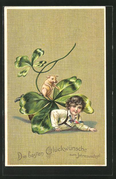 AK Knabe spielt mit einem Schwein unter einem Kleeblatt