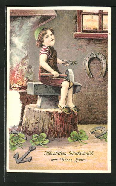 AK Schmied sitzt auf einem Amboss