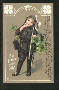 Präge-AK Neujahrsgruss, Kleiner Schornsteinfeger mit Leiter und Glücksklee