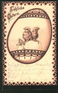 Holzbrand-Imitations-AK zwei Osterküken sitzen auf einem Ei