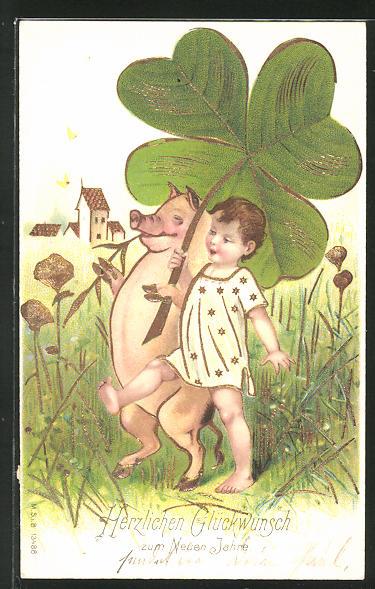 Präge-AK Neujahrsgruss, Schwein und Kleinkind beschirmen sich mit vierblättrigem Klee