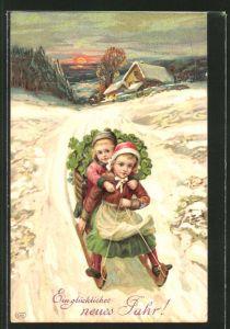 AK Kinder mit einem Korb voller Kleeblätter auf einem Schlitten