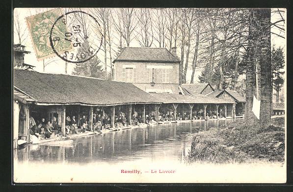 AK Romilly, Le Lavoir, Waschfrau