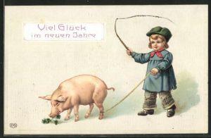 Präge-AK Neujahrsgruss, Knabe treibt sein Schwein mit einer Peitsche an