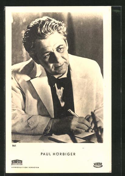 AK Schauspieler Paul Hörbiger am Schreibtisch zur Seite schauend