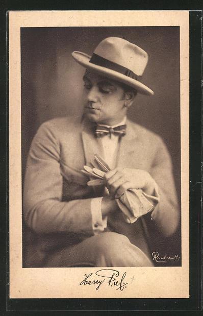AK Schauspieler Harry Piel mit Hut zur Seite schauend