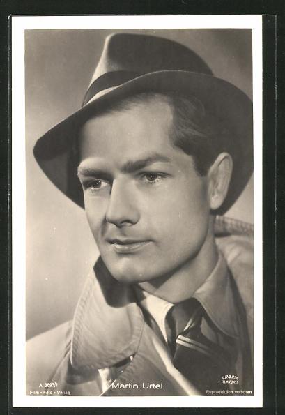 AK Schauspieler Martin Urtel mit Hut zur Seite schauend