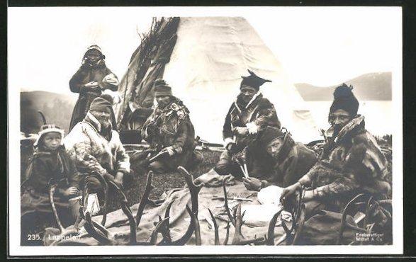 AK Lappeleir, Lappen in Tracht vor ihrem Zelt